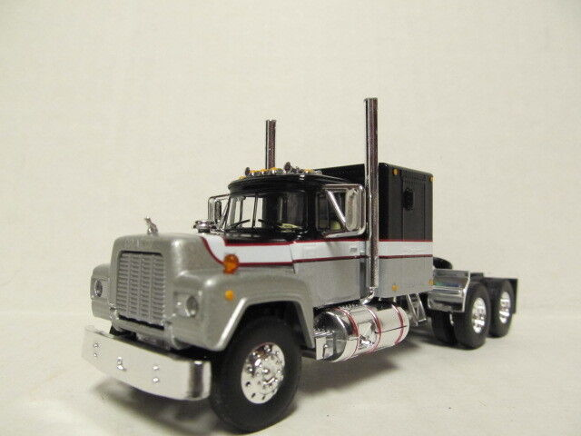 1ST GEAR 1/64 SCALE R MODEL MACK, SLEEPER CAB, SILVER, BLACK & WHITE  DCP SCALE