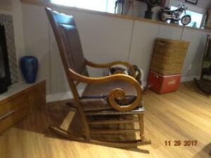 2 magnifique chaise bercante a vendre en cuir