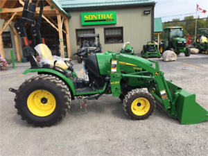2014 JOHN DEERE 2032R - TRACTUEUR ET CHARGEUR - COMME NEUF