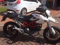 Ducati Hypermotard 1100s