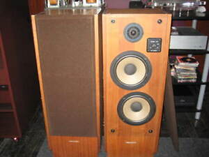 Nice Pair of 'Old School' Realistic T-100 Tower speakers