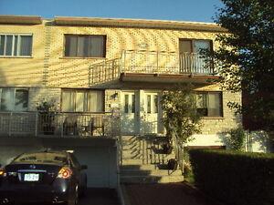3- St-Leonard Grand 5 1/2 Duplex $910.00  **Logement Libre**