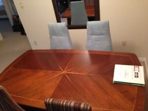 Solid Oak Table in Excellent Condition