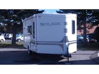 2011 JAYCO SKYLARK 21FKV- LIGHTWEIGHT TRAVEL TRAILER!