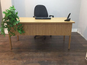 Gently used office desk Oakville / Halton Region Toronto (GTA) image 1