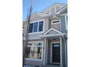 Newer townhouse in Greenview-6032 38 Ave