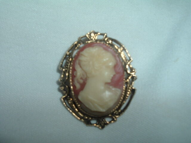 VINTAGE CELLULOID CAMEO PIN IN GIFT BOX