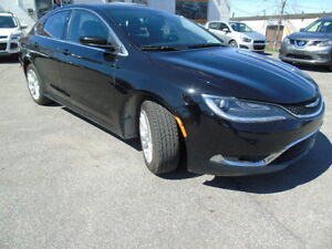 2015 Chrysler 200 Limited nice car no accidents we finanace