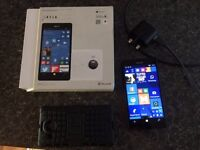 """MICROSOFT 950 XL AS NEW, BOUGHT LAST SUMMER 5.7"""", 20 MP CAMERA, TRIPLE FLASH, FAST CHARGER, 32 GB"""