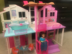 Barbie Malibu Townhouse - Doll Barbie house great condition