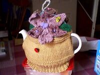 """""""DOUBLE FLOWER/FLOWER POT"""" TEA COSY - HAND KNITTED - NEW"""