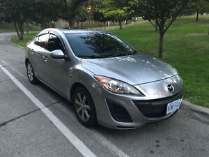 2010 Mazda 3 Sunroof $2500 Price is Firm (Manuel)
