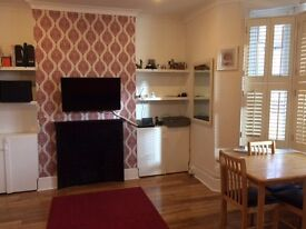 2 bed, 2 bathrooms, private large size garden, parking