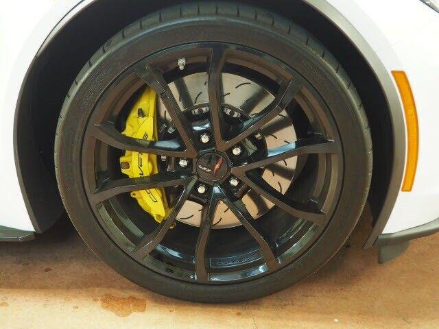 2017 White Chevrolet Corvette Grand Sport    C7 Corvette Photo 4