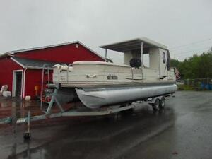 30FT PONTOON WITH 150HP 4STROKE & TANDEM TRAILER
