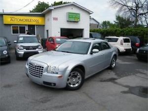 2006 Chrysler 300 . CUIR . TOIT OUVRANT . MAGS .