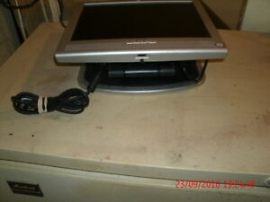 HP1530 LCD Monitor With Built-in Speakers & it Folds down London Ontario image 2