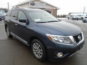 2014 Nissan Pathfinder SL | 4WD | Leather | 7 Passenger