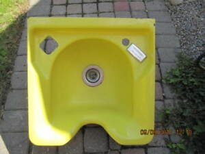 ClassicBelvedere 9000A Flow TempYellowCast Iron Salon Sink 1975