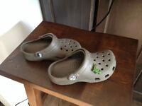Crocs brun 10-11