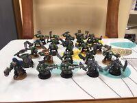 WARHAMMER: Assorted models (40k: Orks, Tau, space marines/LOTR)