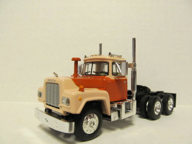 1ST GEAR 1/64 SCALE  R MODEL MACK DAY CAB BROWN/ORANGE & BEIGE SAME SCALE AS DCP