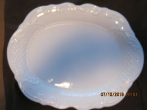 ELEGANT LACE PLATE...White... bought new...nevered used...in box