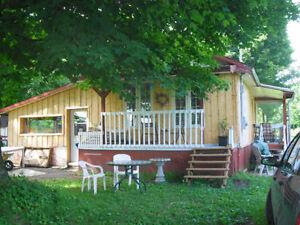 2 pour 1: maison rustique et chalet à la campagne
