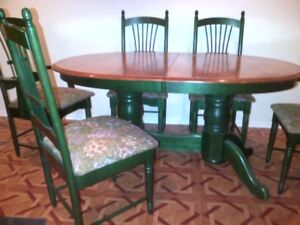 Country French Pedestal Dining Set