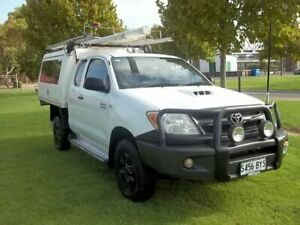 2006 Toyota Hilux KUN26R MY05 SR Xtra Cab White 5 Speed Manual Cab Chassis