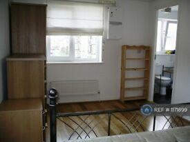 1 bedroom in Blackburn Way, Hounslow, TW4 (#1171899)