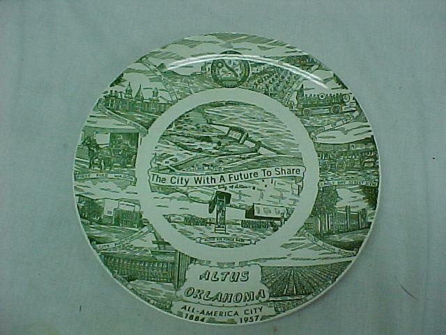 Vintage Minnesota Land Of 10,000 Lakes Commemorative Souvenir Plate  ~ Green