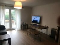 Double Room with En Suite in modern well looked after flat