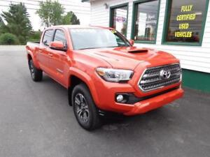 2017 Toyota Tacoma TRD Off Road Sport w/ NAV & Sunroof!