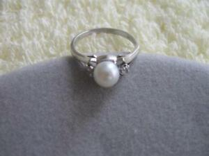 LADY`S ELEGANT OLD VINTAGE 10K WHITE GOLD RING