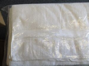 Spa table sheets, Towels,Luxury 100% cotton Bath robes London Ontario image 7
