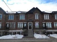 Impeccable condo 2 chambres à Laval (Laval-des-Rapides)