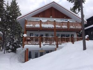 Large Cabin Castle Mountain Resort Ski in/out $2500/wk