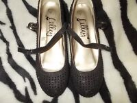LOVELY,BLACK SHINY SHOES,ON A SMALL HEEL,SIZE 34(2)