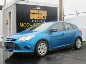 2014 Ford Focus SE HATCHBACK. CLEAN CARFAX!