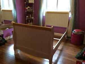 Twin Size Sleigh Bed-White
