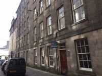 BRIGHTON STREET - traditional 2 double bedroom flat just off George Square & The Meadows.