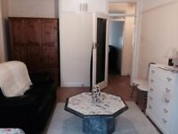 All Bills Included & Couple Welcome! Large Double Room , 3 mins walk to Osterley Tube