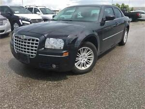 2009 Chrysler 300 Touring-Leather seats-Loaded with Options..