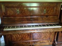 Beautiful upright piano in good condition FREE
