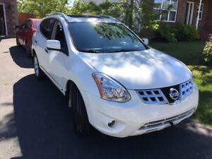 One Owner 2013 Rogue SL AWD with Extras