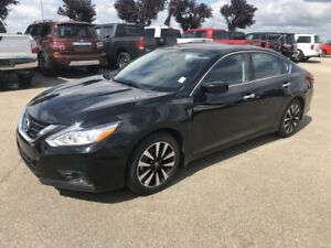 2018 Nissan Altima SV Heated Seats,  Sunroof,  Back-up Cam,  Blu