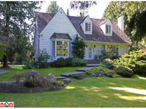 4 BED 3 Bath house in South Surrey - Comfortable and Private.