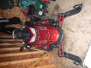 Yamaha Venture RS  Low Mileage MInt Condition Snowmobile