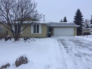 Beautiful Bungalow Sherwood park
